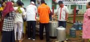 Warga Korban Banjir Lebak Senang Santap Bakso Bersama