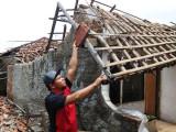 Rumah di Kunciran Jaya Roboh Akibat Gempa di Lebak