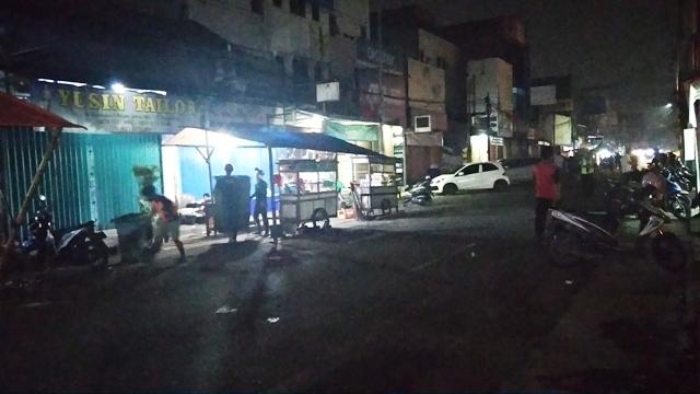Pasca menurunnya angka Covid-19 di Kota Tangerang, Kawasan Kuliner Pasar Lama ramai dikunjungi warga yang ingin menikmati aneka kuliner.